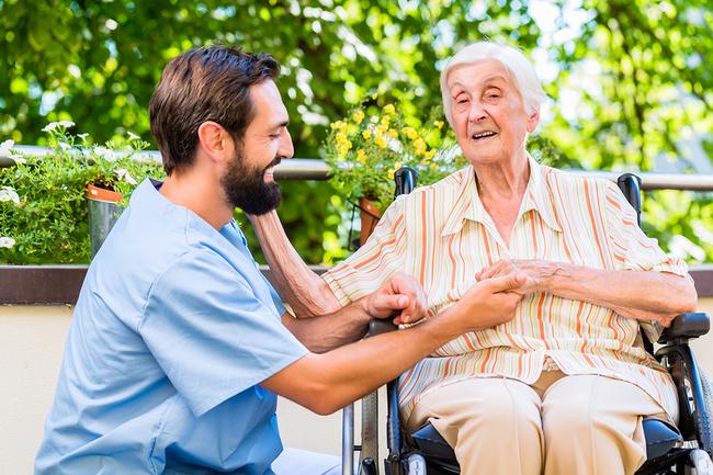 Tagespflege-Angebot mit abwechslungsreicher Betreuung und seniorengerechter Hilfe