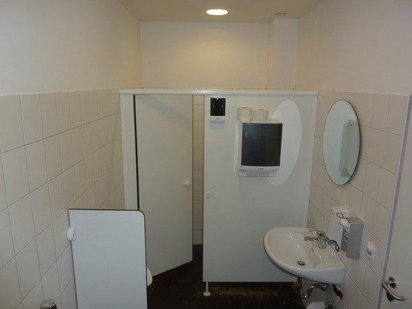 Gewerbliche Toilettenräume (Diesel Deutschland) – vorher