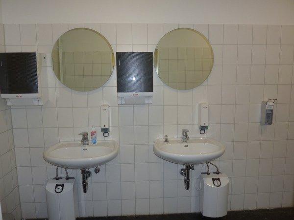 Gewerbliche Toilettenräume (Diesel Deutschland) - vorher